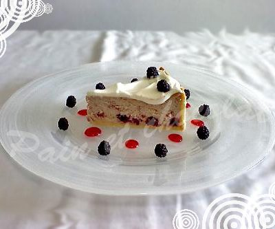 foto Cheesecake con more e fragoline di bosco