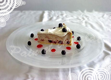 Cheesecake con more e fragoline di bosco